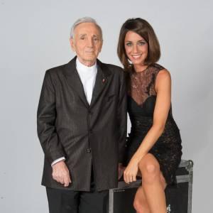 """Virginie Guilhaume présentait l'émission """"Hier Encore"""", samedi 1er février 2014, aux côtés de Charles Aznavour."""