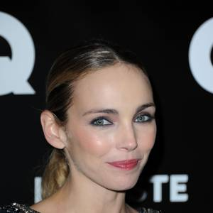 Claire Keim, touche de blush et yeux sombre pour un glamour sans faille, en 2011.
