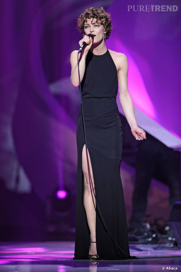 Vanessa Paradis a fait une apparition remarquée aux Victoires de la Musique 2014 avec une nouvelle coiffure et une allure toujours aussi sexy.