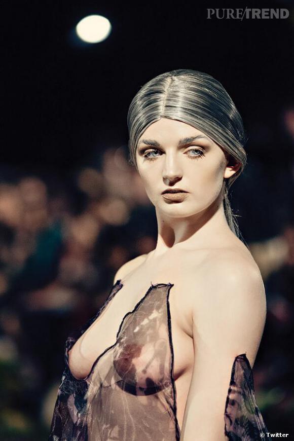 Katrina Darling au défilé Sorapol Automne-Hiver 2014/2015 : la cousine de Kate Middleton seins nus !