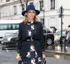 Alexandra Golovanoff est une serial modeuse dotée d'un super sens du style. Sa paire fétiche ? Des chaussures Haute Couture comme ses boots Chanel ici.