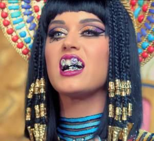 "Katy Perry fait polémique avec son clip ""Dark Horse""."