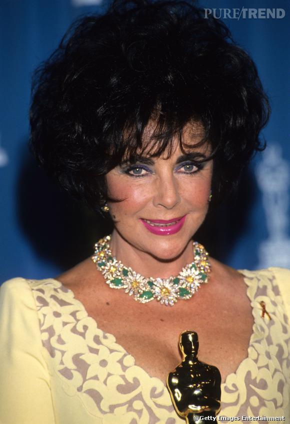 Elizabeth Taylor et son collier porte-bonheur marguerittes de Van Cleef & Arpels en diamants jaunes et blancs et chrysoprases.