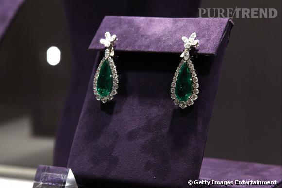 Les boucles d'oreilles en émeraudes et diamants Bulgari.