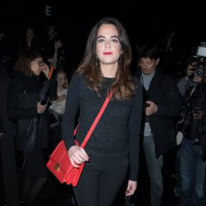 Anouchka Delon, casual et sexy à la fois pour le défilé Elie Saab.