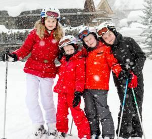 Les quatres rejetons de la famille royale de Belgique, Princesse Elisabeth, Princesse Eleonore, Prince Gabriel et Prince Emmanuel posent sur les pistes de ski, le 3 mars 2014.