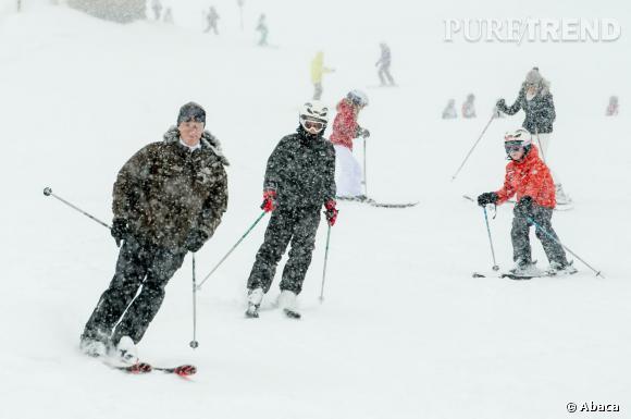 Le Roi Philippe et la Reine Mathilde de Belgique s'octroient des vacances au ski en Suisse avec leur petite famille.