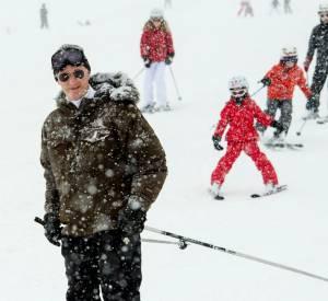 Reine Mathilde de Belgique : jolie photo de famille sur la poudreuse des pistes de Verbier en Suisse.