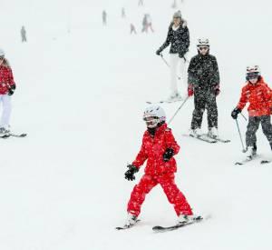 Reine Mathilde de Belgique et son adorable famille aux tenues coordonnées en vacances au ski, le 3 mars 2014.