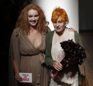 Déjà en septembre 2013, lors du défilé Red Label Printemps-Eté 2014, Vivienne Westwood, ici avec Lily Cole, dévoilait ses cheveux coupés courts.