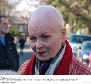 Vivienne Westwood troque sa chevelure rousse contre des très courts cheveux blancs.