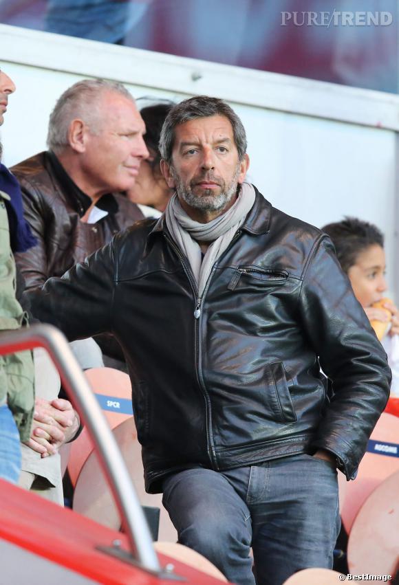 Michel Cymes, fan de foot, dans les tribunes du Parc des princes pour un match PSG - Nice en avril 2013.