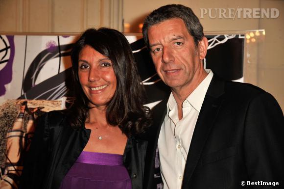 Michel Cymes est sa femme lors du Gala Enfance Majuscule au profit de l'enfance maltraitée à la salle Gaveau à Paris le 10 mars 2014.