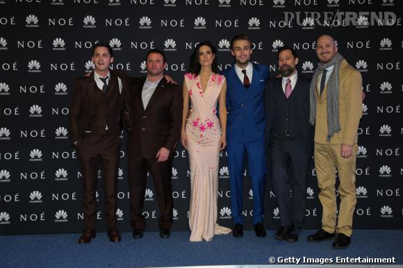 Jennifer Connelly entourée de l'équipe du film.
