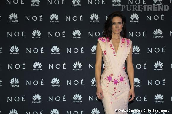 Jennifer Connelly superbe dans sa robe Givenchy Haute Couture.