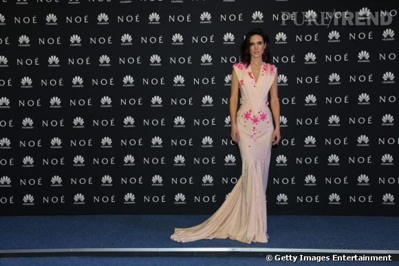 Jennifer Connelly sculpturale dans sa robe nude.