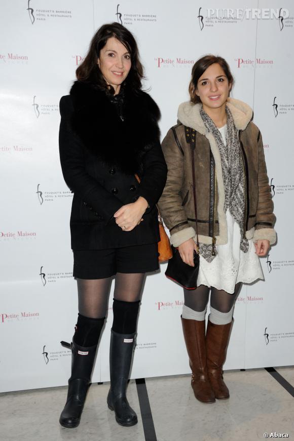 """Zabou Breitman et sa fille Anna Chalou à l'ouverture du restaurant """"La Petite Maison De Nicole"""" à l'hôtel du Fouquet's Barrière en janvier 2013."""