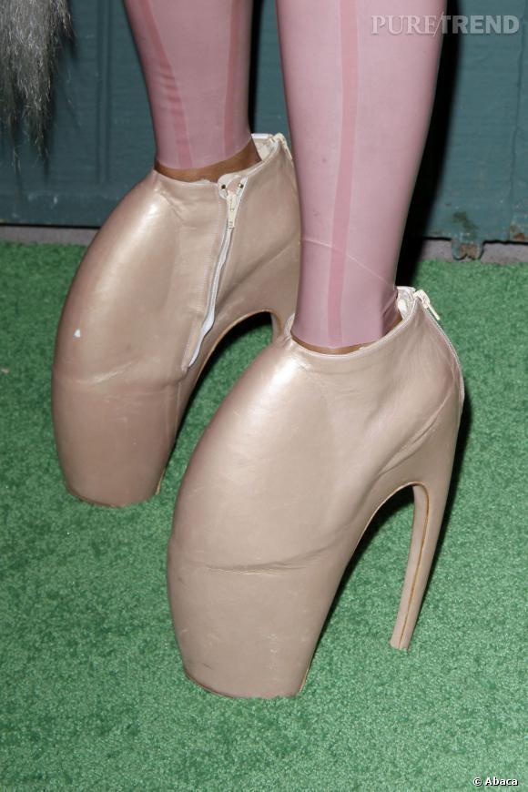 Les chaussures Alexander McQueen de Kelis aux Data Awards 2010.