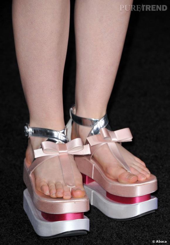 Les plate-formes Prada d'Elle Fanning en 2012.