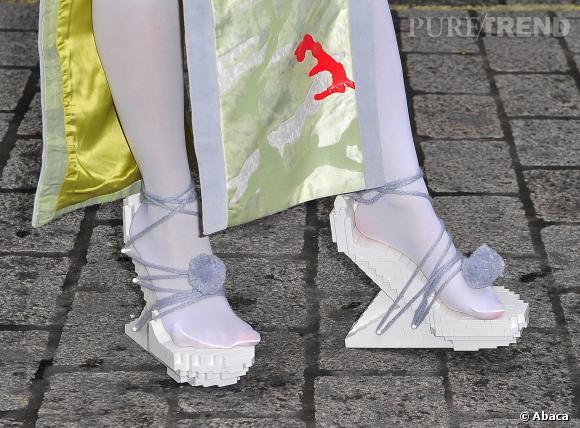 Lady Gaga et ses chaussures Lego de  Winde Rienstra  en 2013.