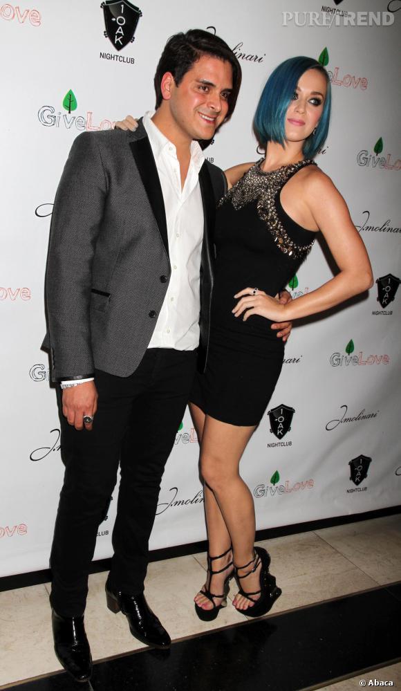 Katy Perry mixe noir et métal en 2012.
