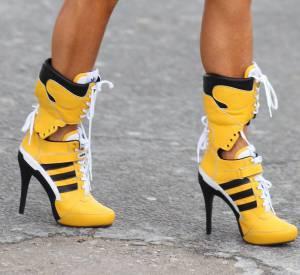 Anna Dello Russo porte des baskets à talons Adidas par Jeremy Scott en 2014.