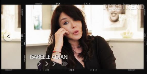 """Isabelle Adjani reprend """"It's A Small World"""" pour célébrer l'anniversaire des poupées le 10 avril 2014."""