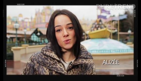 """Alizée chante """"It's A Small World"""" en Français pour célébrer l'anniversaire des poupées le 10 avril 2014."""