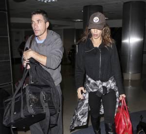 En compagnie de son chéri Brian Perry à l'aéroport de LA le 30  janvier 2014, Elisabetta avait déjà meilleure allure.