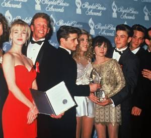 Les acteurs de la série Beverly Hills, série culte des années 90 lors des People Choice Awards en 1992.
