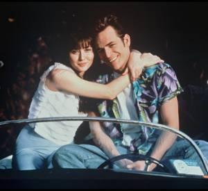 Shannen Doherty et Luke Perry qui incarnaient Brenda Walsh et Dylan McKay dans Beverly Hills.