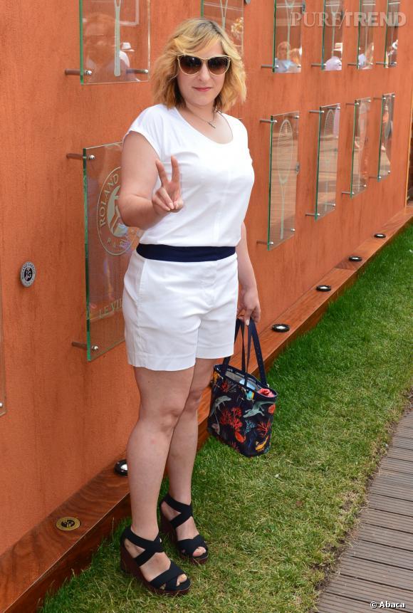 Marilou Berry en short blanc pour Roland Garros, en juin 2013.
