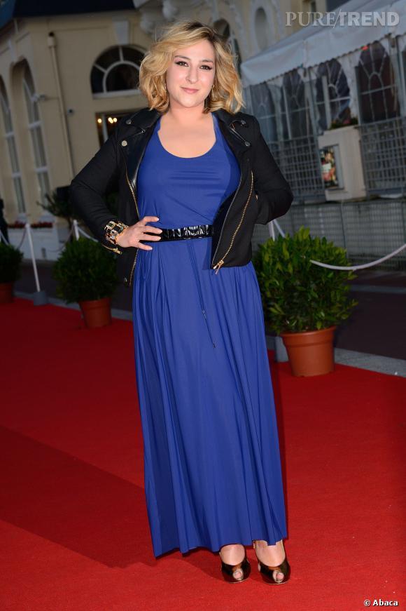 Marilou Berry opte pour une longue robe bleue au Festival du film romantique de Cabourg le 15 juin 2013.