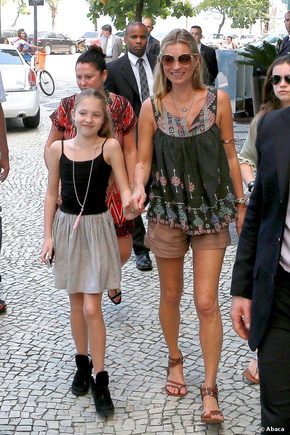 Kate Moss et sa fille Lila Grace visitent Rio le 3 avril 2014.