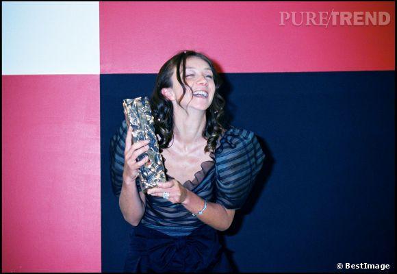 Sylvie Testud et sa fameuse coiffure pour les César 2001.