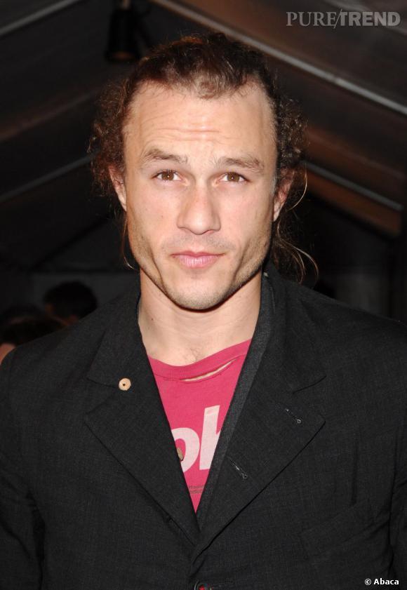 Heath Ledger est décédé à l'âge de 28 ans suite à une intoxication aux médicaments.