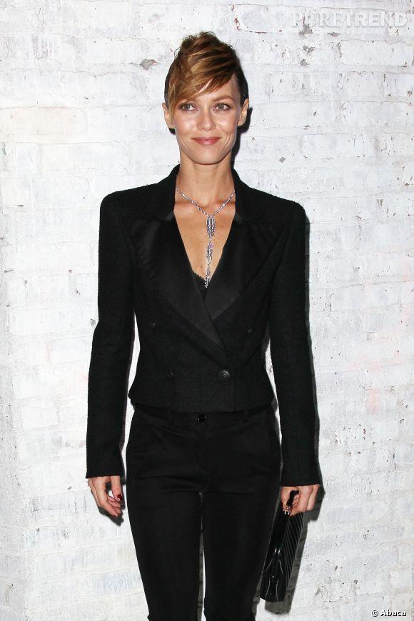 """Vanessa Paradis mise sur un ensemble pantalon et veste de smoking chic pour l'avant-première du film """"Apprenti Gigolo"""" à New York, vendredi 11 avril."""