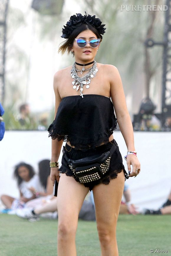 Kylie Jenner n'échappe pas à la tendance du cropped top sur le campus de Coachella 2014.