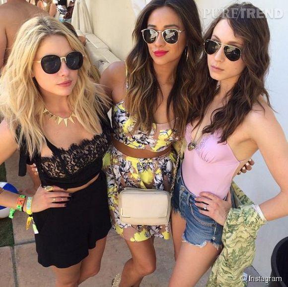 """Ashley Benson et Shay Mitchell, les deux stars de """"Pretty Little Liars"""", craquent toutes les deux pour le cropped top à Coachella 2014."""