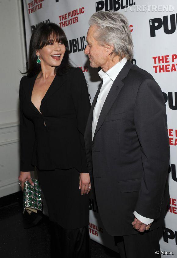 Catherine Zeta-Jones et Michael Douglas, sourires et complicité retrouvée le 16 avril 2014 à New-York pour l'avant-première de la pièce The Library.