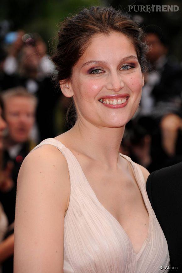 Laetitia Casta, un décolleté rose et plongeant pour le Festival de Cannes.