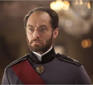 "Jude Law, méconnaissable avec sa barbe dans ""Anna Karenine""."