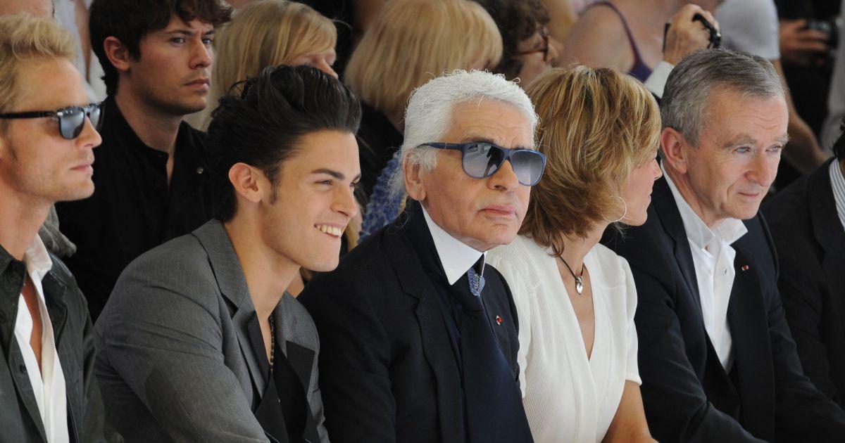 Karl en front row oui mais toujours avec baptiste son petit jeune ador - Karl lagerfeld jeunesse ...