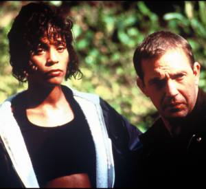 "Kevin Costner et Whitney Houston dans ""Bodyguard"" en 1992."