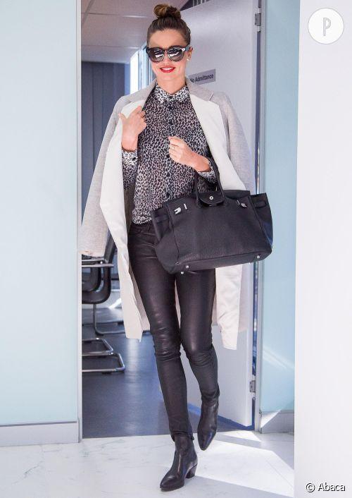 Miranda Kerr, ultra sexy pour sa visite des bureaux Kora Cosmetics en Australie.