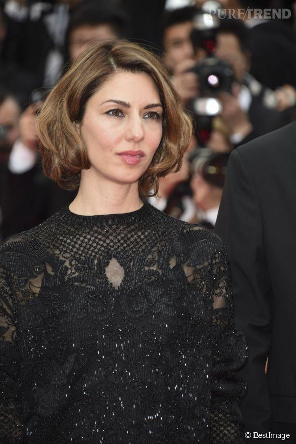 """On adore le petit carré tout en volume de Sofia Coppola. Un brushing de lady pour une soirée sur les tapis rouges, à la montée des marches du film """"Grace de Monaco"""" pour l'ouverture du 67 ème Festival du film de Cannes, le 14 mai 2014."""