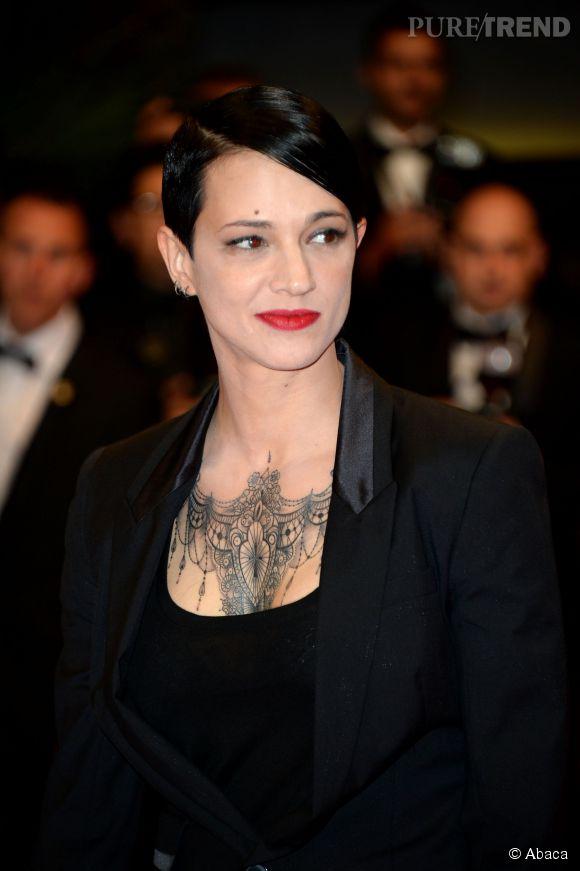 Asia Argento Et Son Tatouage Xxl Lors De La Montee Des Marches Jour 9 Au Festival De Cannes 2014 Puretrend