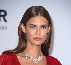 Bianca Balti parée par Van Cleef & Arpels à Cannes en mai 2014.