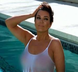 Kim Kardashian, sa mère Kris Jenner seins nus dans la piscine