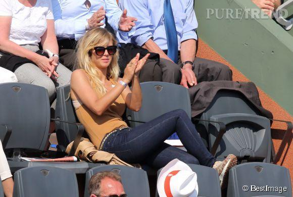 Enora Malagré dans les tribunes de Roland Garros le 31 mai 2014. La blonde de TPMP soutenait Nadal.